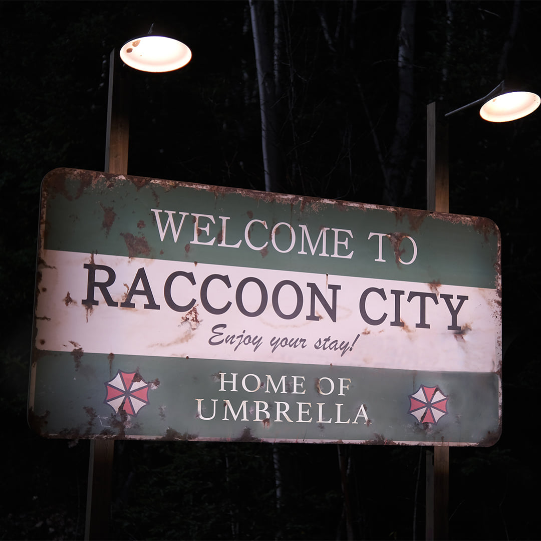 《Resident Evil》真人版电影公布宣传图,标题命名为《Resident Evil:Welcome To Raccoon City》。